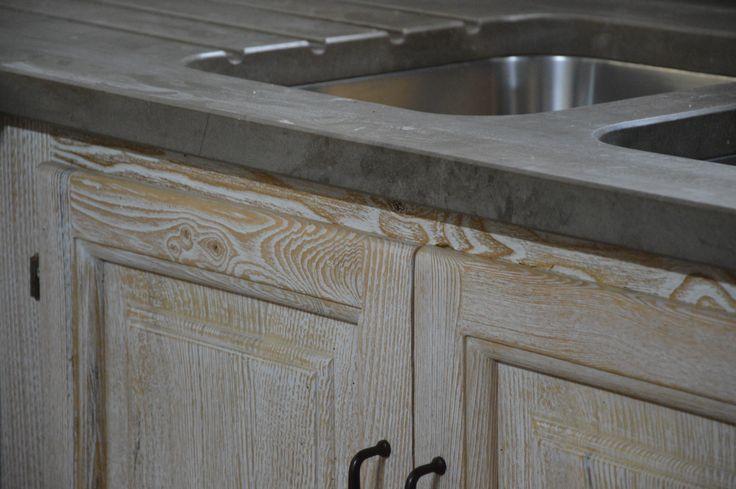 falegnameria bensi....   particolare cucina castagno di recupero avorio/naturale con piano top in pietra grigia