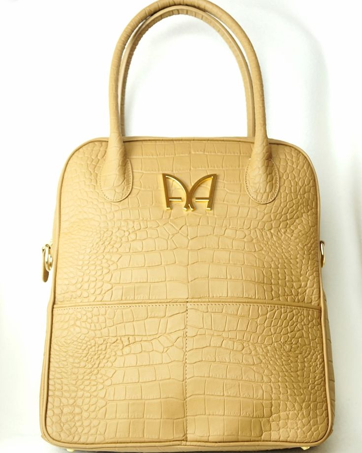 Sac INTEMPOREL Beige Topaze par AUDREY ALEXANDRE sur https://audreyalexandre.com Sac à main de créateur Made in France #fashion #sac #madeinfrance #tendance #style #gifts #art #love #mode #beige #crocodile #cuir