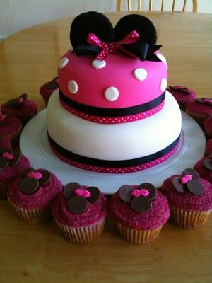 Minnie Mouse Cake. @Darcie Moylen Ott You can make me this for my birthday this year... you have a couple months to perfect it!