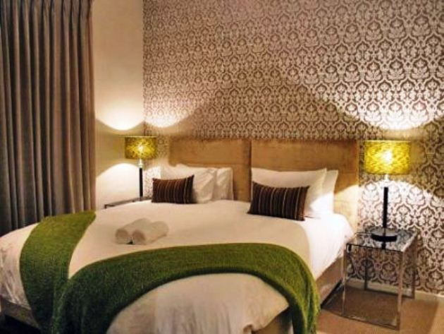 In the City - Oscar Apartment - Located in Market House in South Africa's second oldest public square, this lavishly furnished on-bedroom, one-bathroom apartment breathes elegance, style and comfort.  Overlooking Green Market Square, ... #weekendgetaways #capetown #southafrica