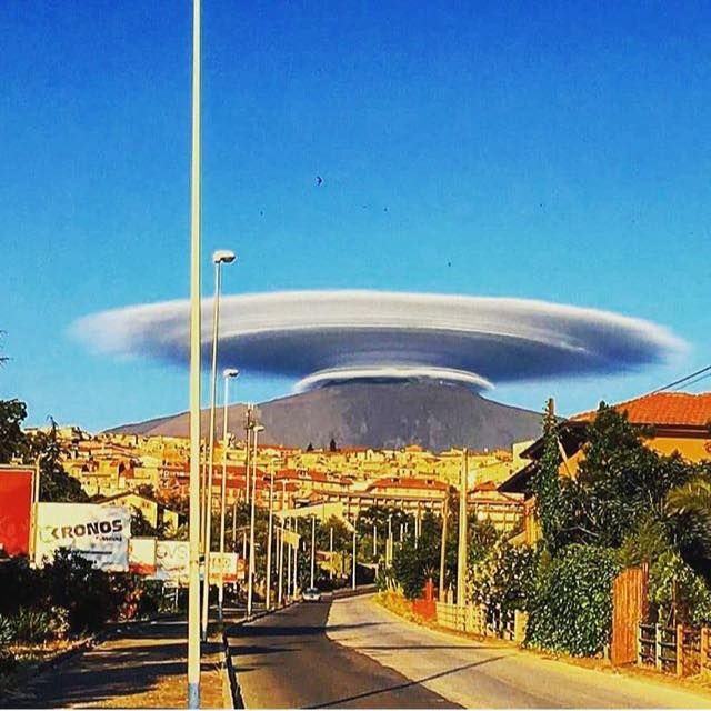 Multilayered huge lenticular cloud over Mt. Etna Sicily yesterday 14/6/2016! Photo's by shitsuren_brokenheart, Giuseppe Famiani and e_tempo_di_cambiare