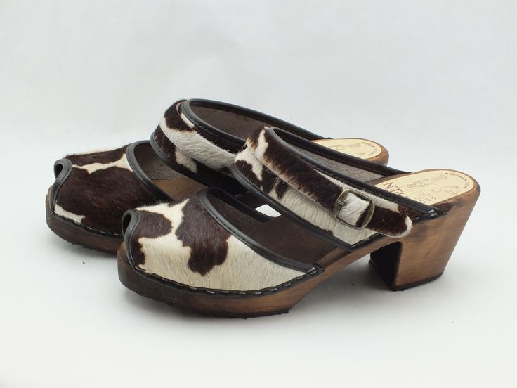 Skåne Toffeln furry cow sandals