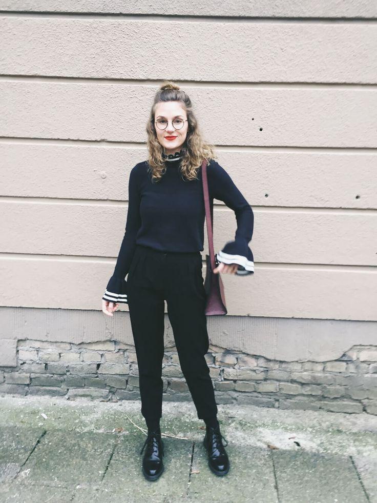 Heute führe ich einen Pullover mit Trompetenärmel von & other Stories aus. Ich bin entzückt von den Trumpet Sleeves und möchte nichts anderes mehr tragen.