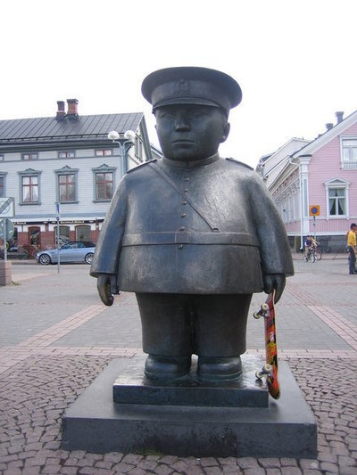 Oulu, Finland Toripoliisi. Toripoliisi on Oulussa.Toripoliisin on veistänyt Kaarlo Mikkonen vuonna 1987. By:Jami
