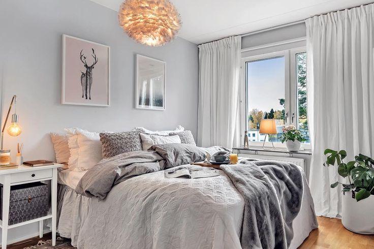Sol i Stockholm, mysiga sovrum, en ny vecka och nya äventyr. Ha en fin måndag alla följare   '  '  #framtidsfoto #framtidsfotobostad #mäklarfoto #bostadsfoto #hemnet #finahem #scandinavianhome #mäklarfoto #styling #inredning #interiordesign #photo #interiorphotography #realestatephotography #realestatephotographer #instaphoto #photoart #bedroom #inspiration #gray #decor #room #picoftheday #autumn #2017