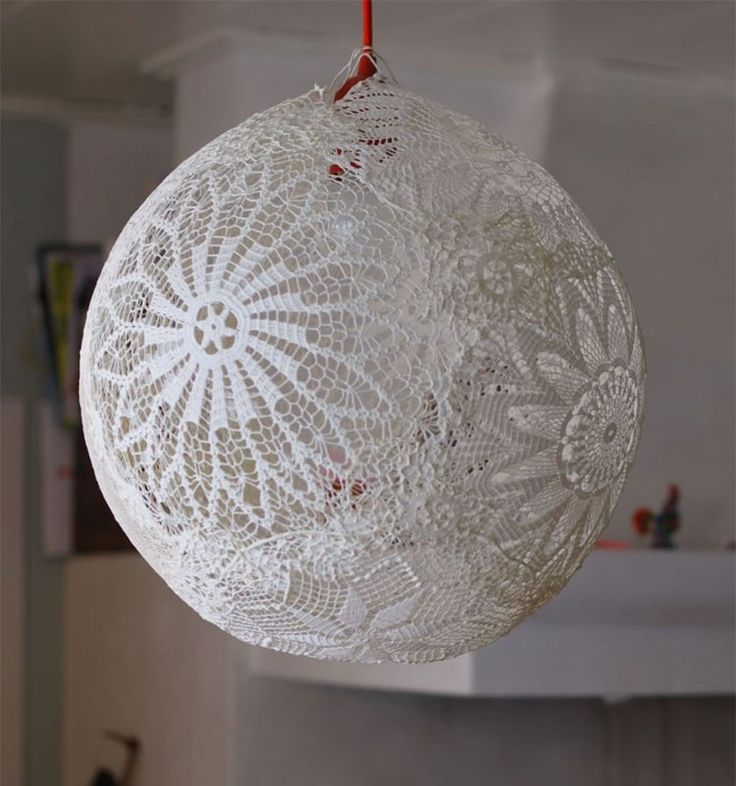 suspension design artisanale en crochet blanc neige
