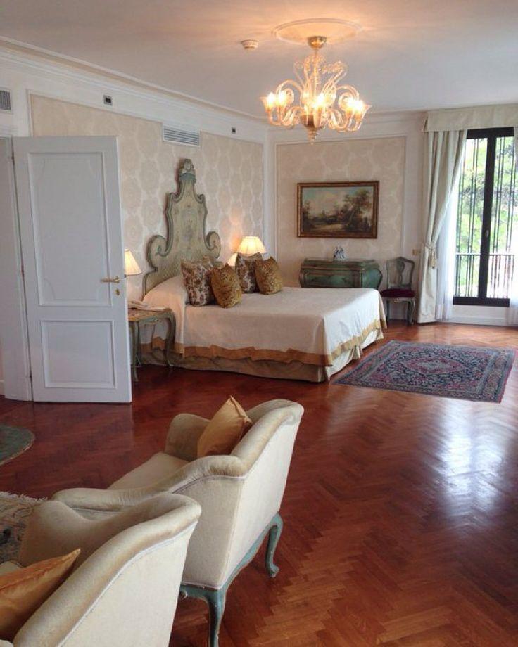 """April Hutchinson of ttgluxury shows us a peek inside the fabulous Room 125! #BelmondPostcards #Venice #Italy"""