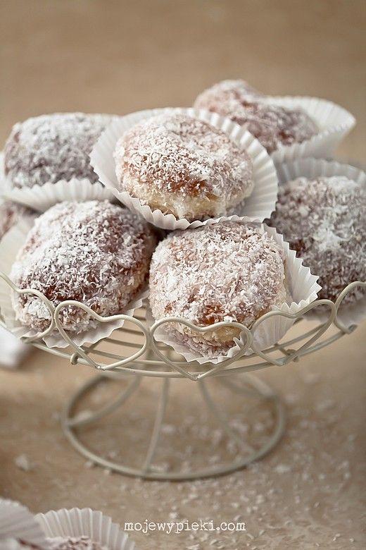 Pączki kokosowe z budyniem…coconut donuts with pudding