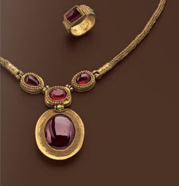 Greek Hellenistic jewelry set late 2nd century B.C. gold and garnets.