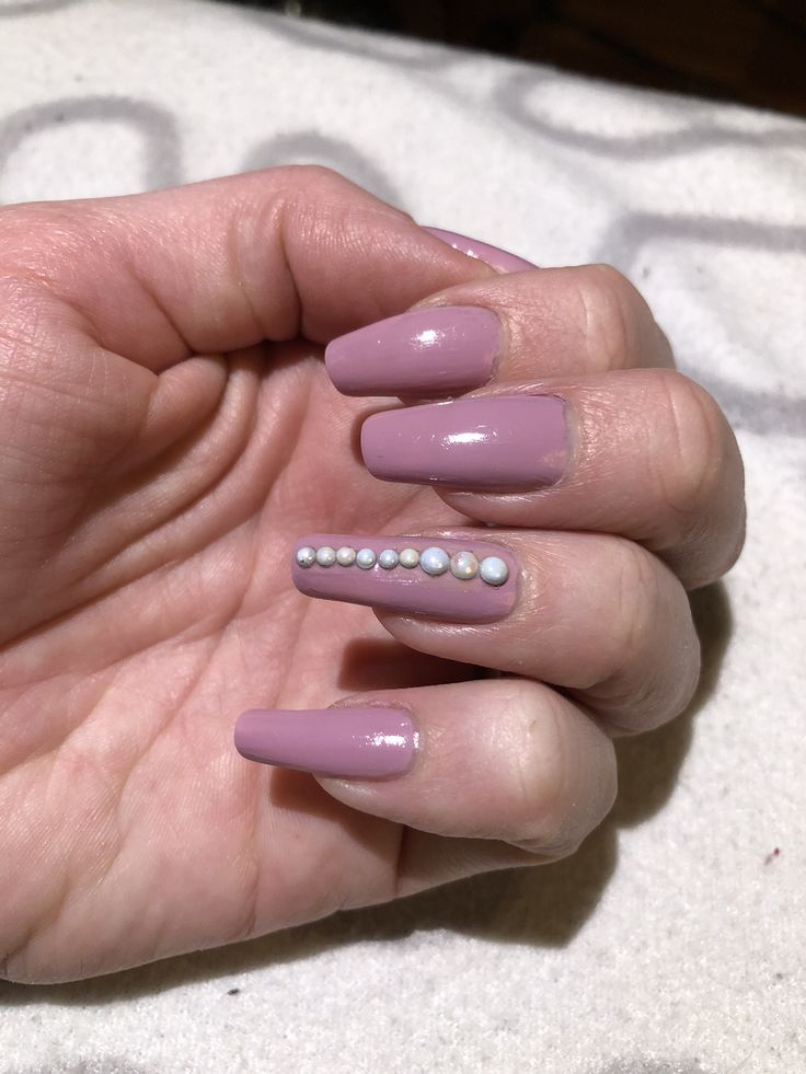 Pretty pearly nails