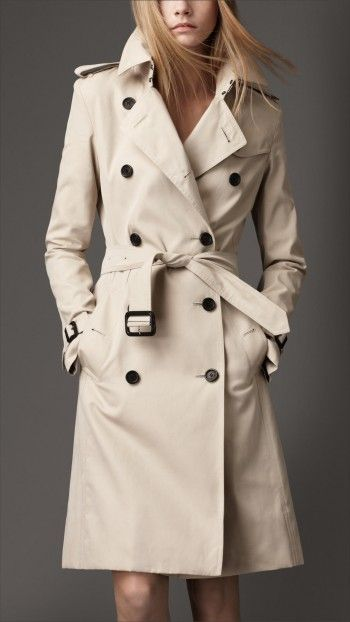Christina Gallagher wears a Burberry Long Cotton Trench Coat on House of Cards