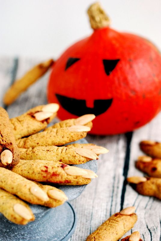 "Bezglutenowe wegańskie ciastka ""paluchy wiedźmy"" / Gluten free & vegan witches' fingers cookies"