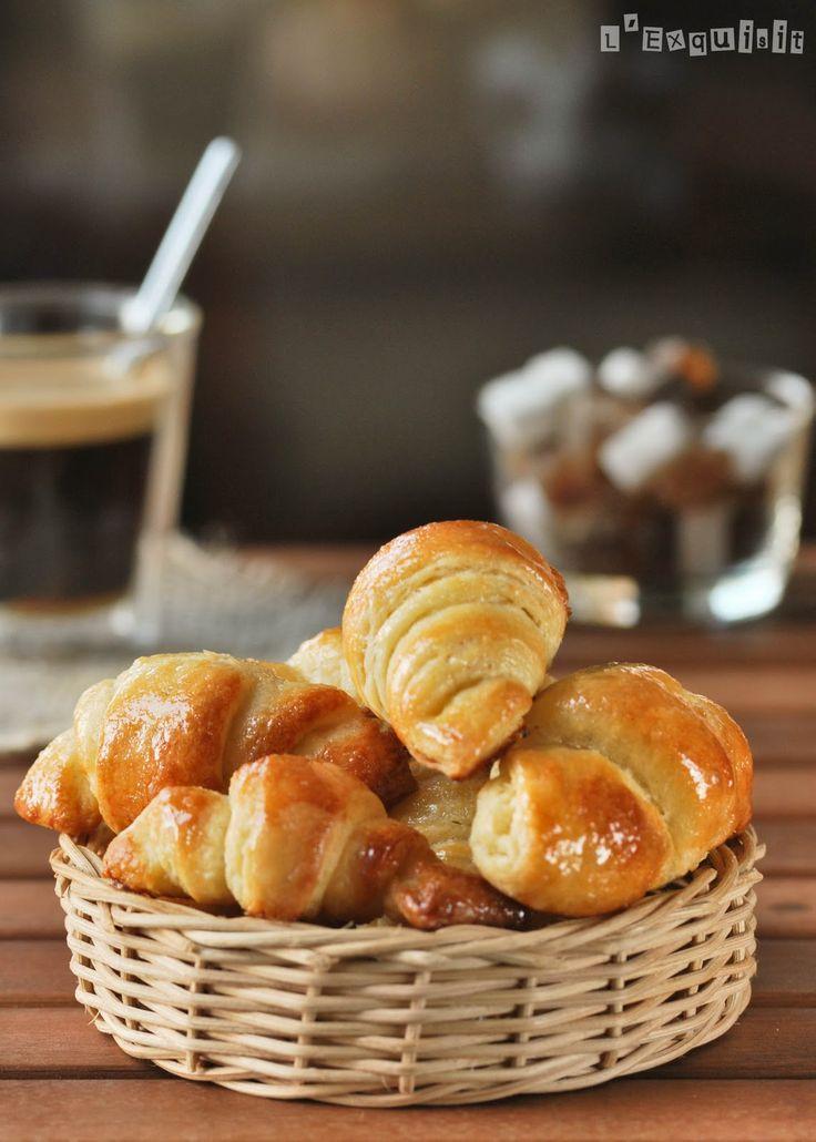 Editado en Marzo 2011: receta mejorada por mi marido, que es el que prepara los croissants en casa….si antes ya estaban buenos…ahora, mejor no os lo cuento! Ingredientes (15 unid.): 500 grs. harina 275 ml. agua 8 grs. leche en … Sigue leyendo →