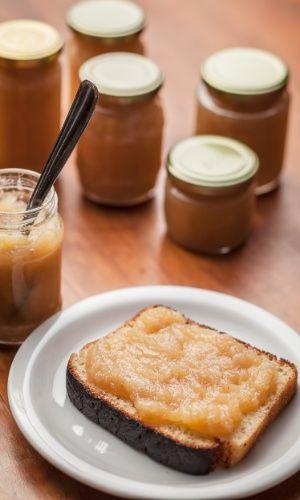 O purê de maçã é uma espécie de curinga na culinária alemã. Vai bem com carne de porco, com as panquecas de batata e também faz bonito, claro, na hora da sobremesa. Experimente com sorvete de creme. Clique ao lado para ver a receita