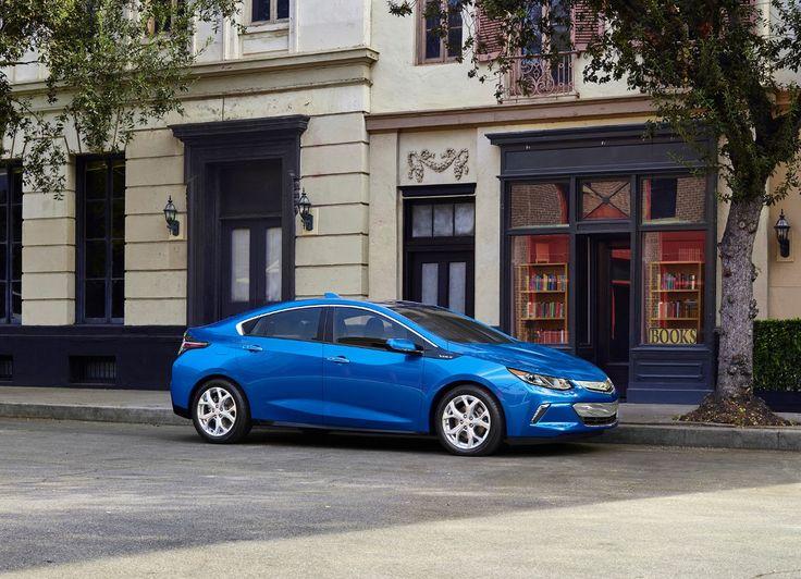 <p>Нравится Tweet Chevrolet Volt нового поколения был показан еще вначале этого года в Детройте. Новый, Volt внешне и внутренне претерпел значительные изменения, но при этом стал, легче удобнее, мощнее и экономичнее. Если разложит по цифрам, то вольт второго поколения это гибридный автомобиль, питающийся от двух моторов электрического мощностью 149 лошадиных …</p>