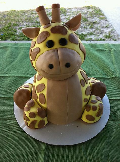 Giraffe cake #cute #cakedecorating