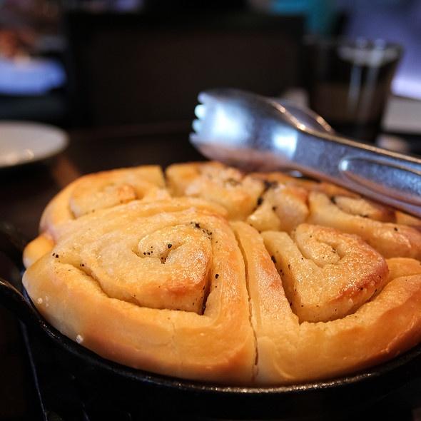 Moms tear away rolls...heavenly