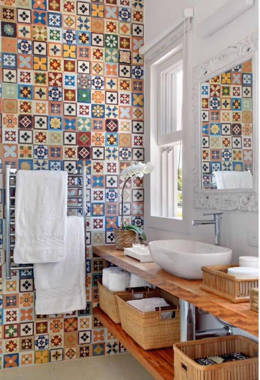 Bello!! Una muralla de llena de color, cerámicas cordillera! Súper idea
