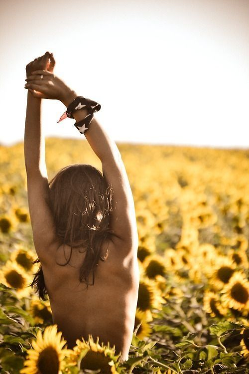 nothing like being in a field of sunflowers naked... haha