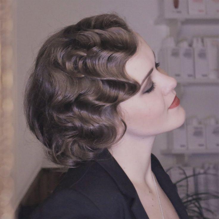 die 25 besten ideen zu 20er jahre frisur auf pinterest stirnband haardeckenstraffung 1920er. Black Bedroom Furniture Sets. Home Design Ideas