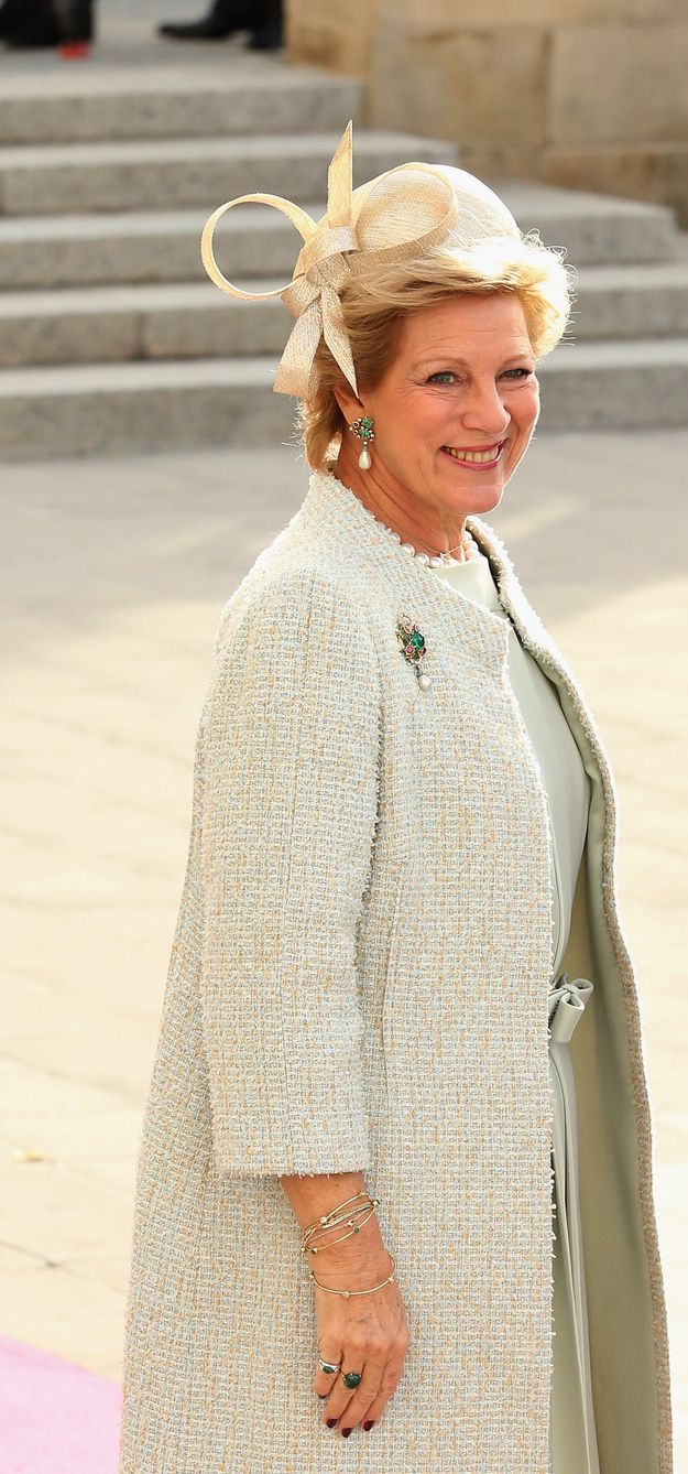 HM Queen Anne Marie of Greece wearing matching earrings and brooch with diamonds, emeralds and pearls.