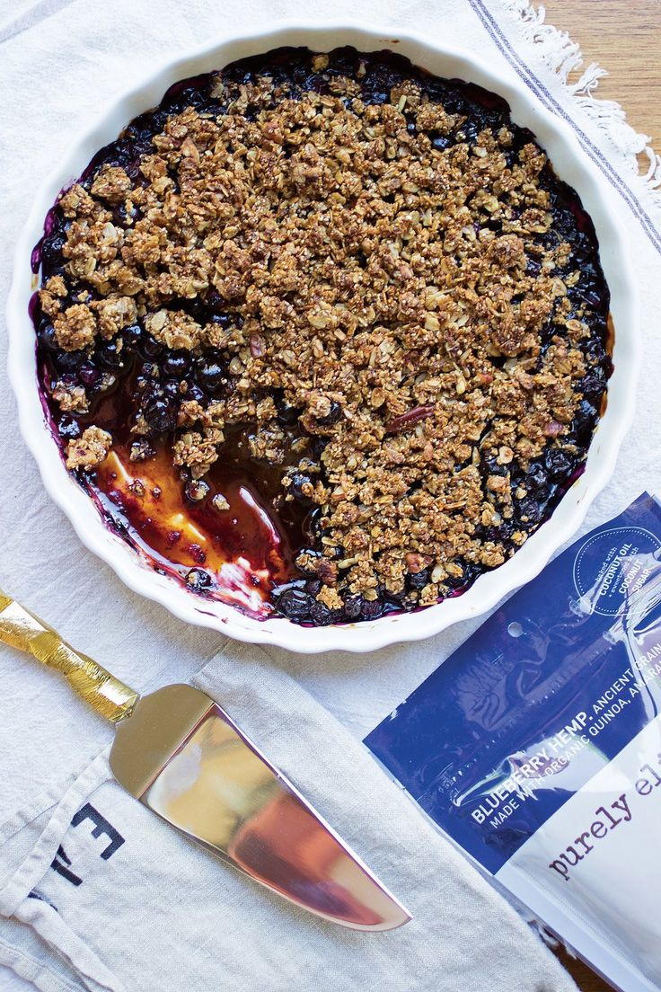 The most delicious gluten-free, vegan blueberry ancient grain granola crisp recipe from Purely Elizabeth (that's Karlie Kloss approved!)