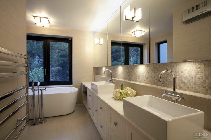 Mountain Hideaway master bathroom
