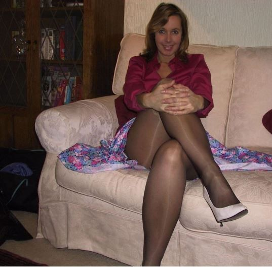 Sexy tight moms in black pantyhose want