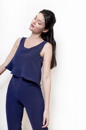 Combinaison Gwen Bleu Cobalt. Combinaison pantalon longue, effet cape à volant asymétrique sur le buste.