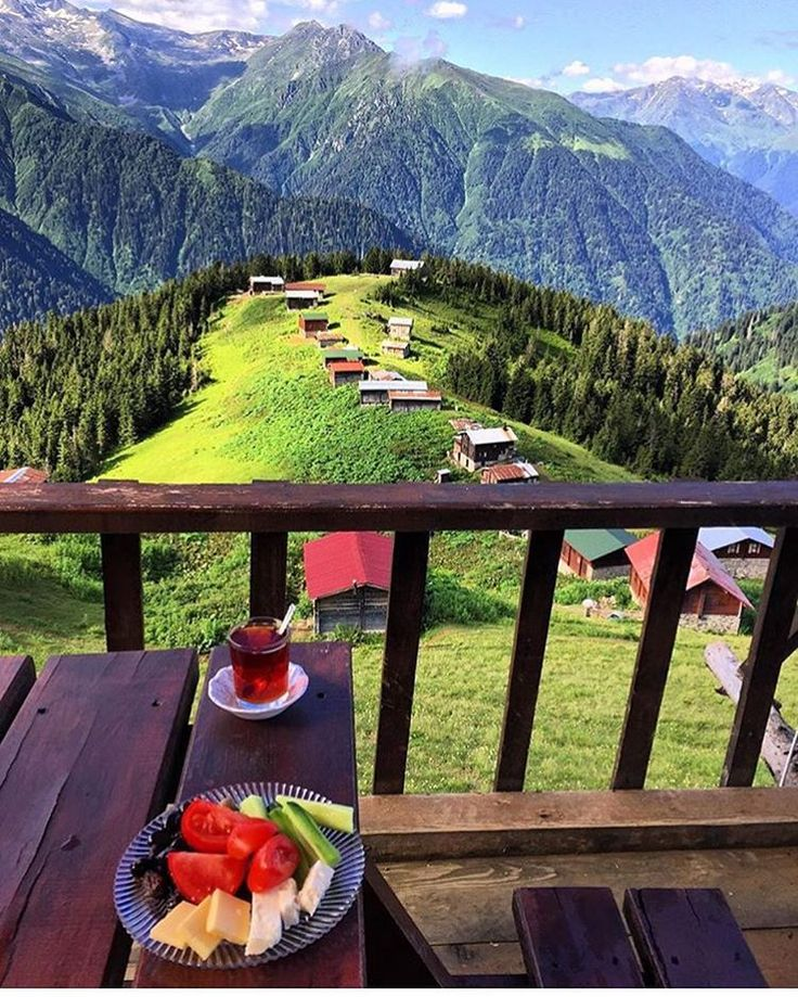 Pokut Plateau, Çamlıhemşin, Rize ⛵ Eastern Blacksea Region of Turkey ⚓ Östliche Schwarzmeerregion der Türkei #karadeniz #doğukaradeniz #rize #travel #city #nature #landscape #breakfast #ecotourism #mythological #colchis #thegoldenfleece #thecolchiandragon #amazonwarriors #tzaniti (Photo: @mete0001)