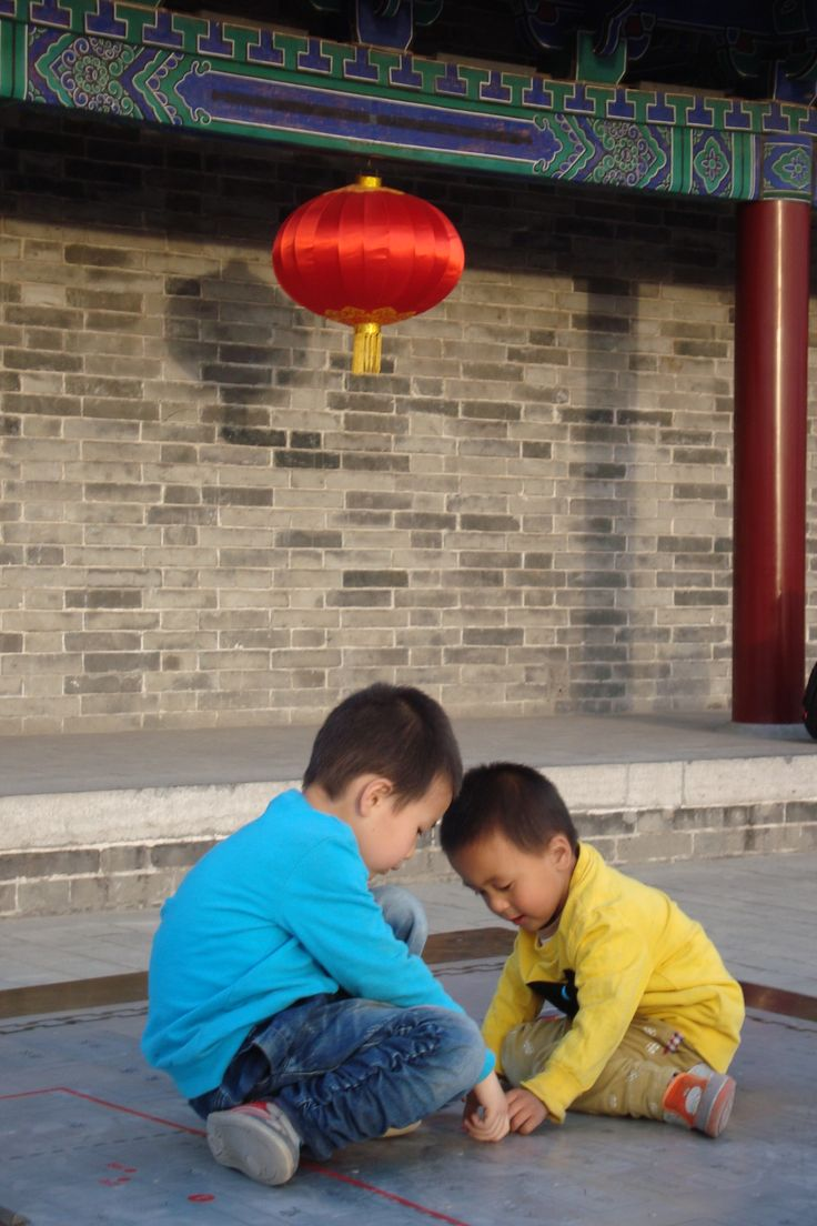 Kids playing on the city wall in Xi´an as they probably did a thousand years ago.