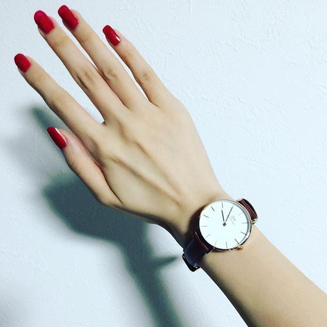 久しぶりにネイルをしてみました💅  ダニエルウェリントンでは、7/4~7/28までサマーキャンペーン実施中です😊💓 ダニエル・ウェリントンの公式ホームページで時計を購入すると、  http://www.danielwellington.com/jp  お好きな腕時計のご購入で、もう一つお好きな交換ストラップ(ベルト)がもらえます^^ ※ホームページへはDW公式アカウントから簡単に飛べます ☞ @danielwellington  15%OFFになるクーポンコードはこちら ☞【 mipo1212 】  有効期限は2017年8月15日です☆  是非このお得な機会に💓💓 #ダニエルウェリントン #DW #danielwellington #ギフト #サマーキャンペーン #クーポンコード #時計 #腕時計 #セルフネイル #美容オタク