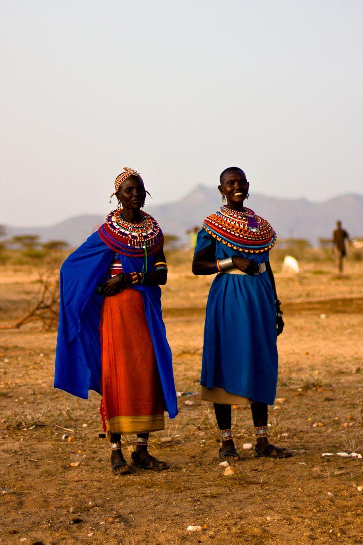 Célibataire chez les Samburus (plus fort que le relationship status facebook : la coiffe de roses !) Le Kenya, j'y étais allée il y a 10 ans avec mon père et ma sœur, c'était mon…