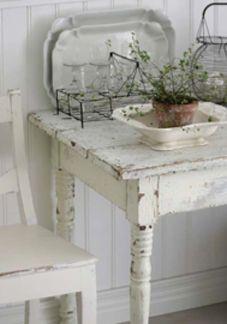 Mooi! vergelijkbare oude brocante stoelen, tafels, servoes en eiermandjes bij www.old-basics.nl