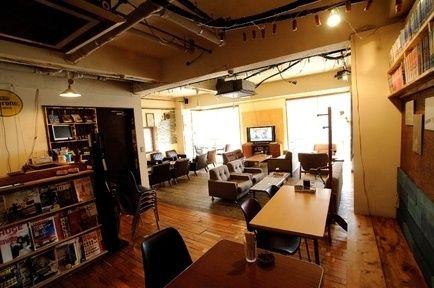 渋谷に行ったら行きたいお洒落カフェ♪渋谷にはオシャレなカフェはもちろん、オーナーこだわりの小さなカフェまで一杯あります。今回は渋谷のお洒落カフェの中でも、お勧めなものを厳選してご紹介します!           1.エマ ラウンジ(emma lounge)...