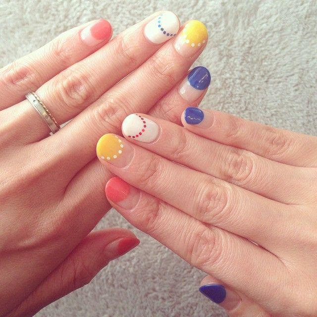 Nail art inspo: cute dot scallop nails. #olivenailart
