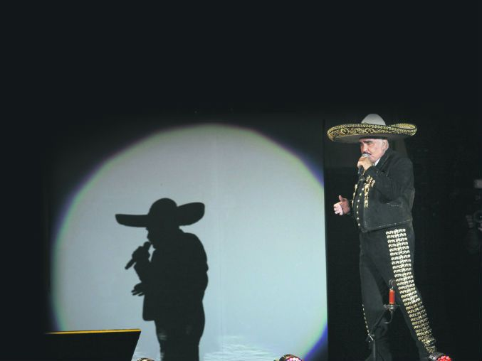 """Vicente Fernández habla de sus planes ahora que se retira de los escenarios; sin duda, aún queda mucho tiempo para disfrutar de """"El Rey"""""""