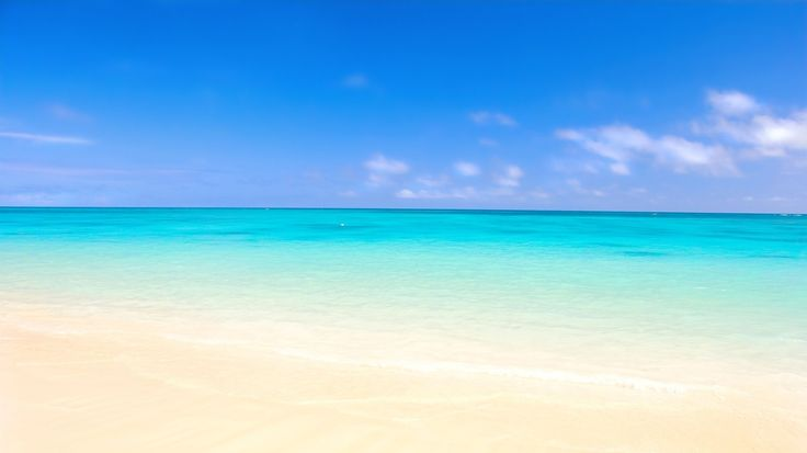 Mare, cielo e sabbia d'estate.