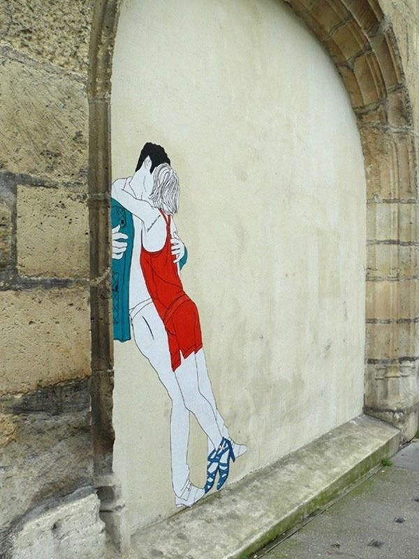Kissing Lovers Street Art by Claire Streetart | Cuded