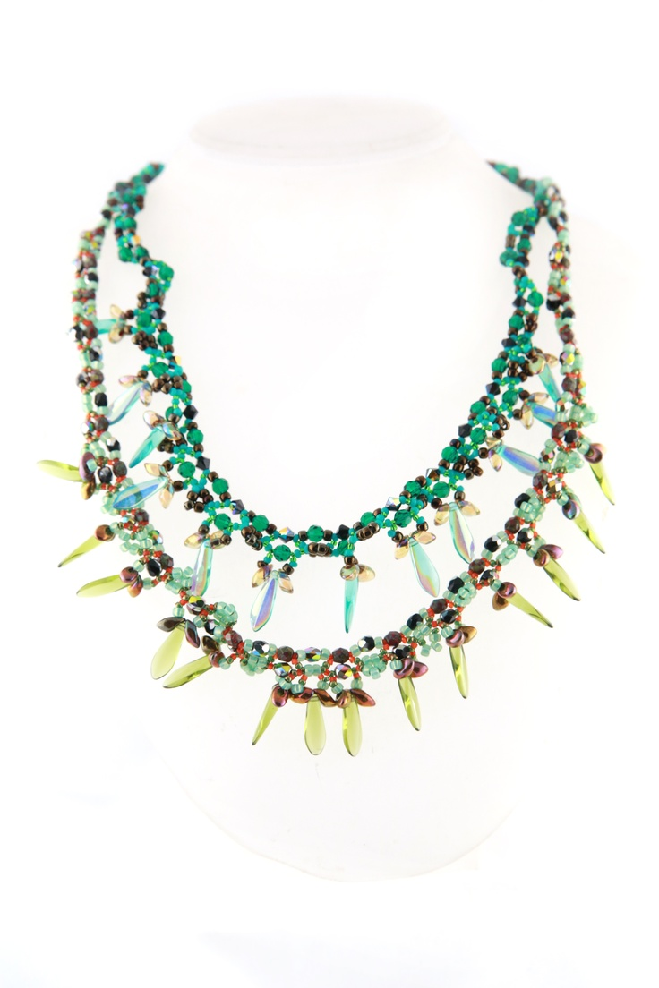 Our newest model.   Create two layer necklace using dagger beads and long magatama beads by using simple netting stitch  *Materials to create this necklace isn't included in the class kit. Student who wish to study this technique need to purchase materials separately