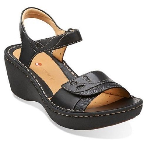 """STYLE UN DORY BLACK LEATHER. CLARKS LADIES SHOES. COLOUR BLACK. C larks Artisan summer sandals. In premium leather. Breathable leather linings. 2.7"""" wedge heel, 1.2"""" platform. UPPER LEATHER. 