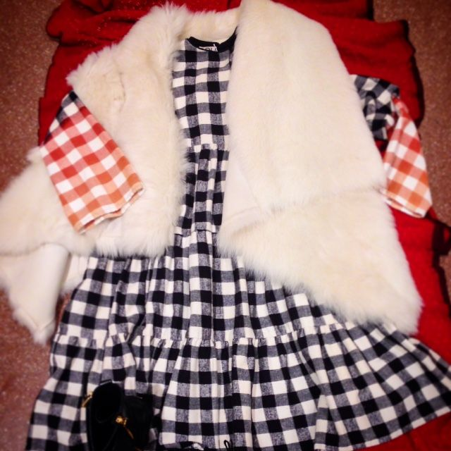 Dress check black/white  Fur and boots