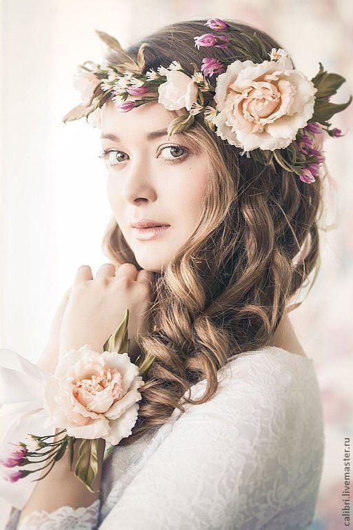 """Купить Комплект аксессуаров """"Джульетта"""" - венок на голову и бутоньерка - кремовый, цветы из шелка, цветы из ткани"""