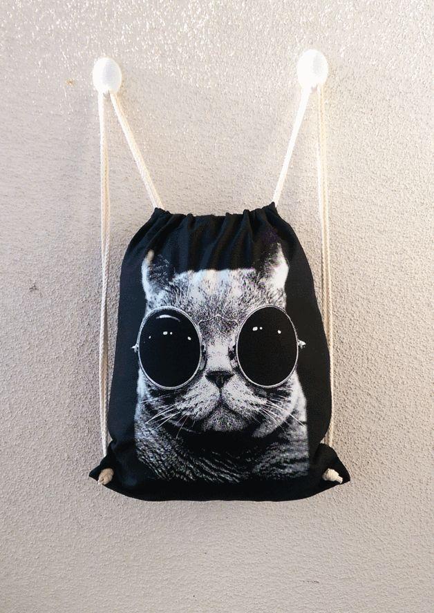 """Turnbeutel/Rucksack schwarz Motiv """"Katze mit Brille"""" hochwertiger Siebdruck  Ein vielseitiger Zuziehbeutel aus besonders hochwertiger Baumwolle, mit zwei kräftigen Kordeln zu schnüren – äußerst..."""