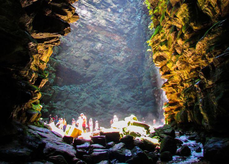 Buraco do Padre - O Buraco do Padre localizado da região de Itaiacoca é uma furna que apresenta uma cascata interna de 30 metros formada pelo Rio Quebra Perna, o acesso ao local é atrás de uma trilha leve de 1 km em maior parte andando por um bosque.
