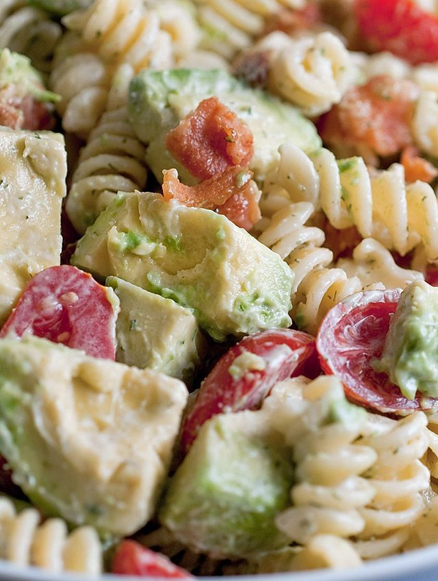 Creamy bacon tomato and avocado past salad food for Ideas para cocinar pasta