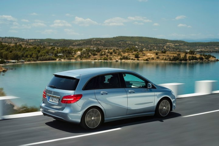 Mercedes-Benz B 200 CDI. Fuel consumption combined: 4,6-4,4 l/100km, CO2 emissions combined: 121-115 g/km. #MBCars