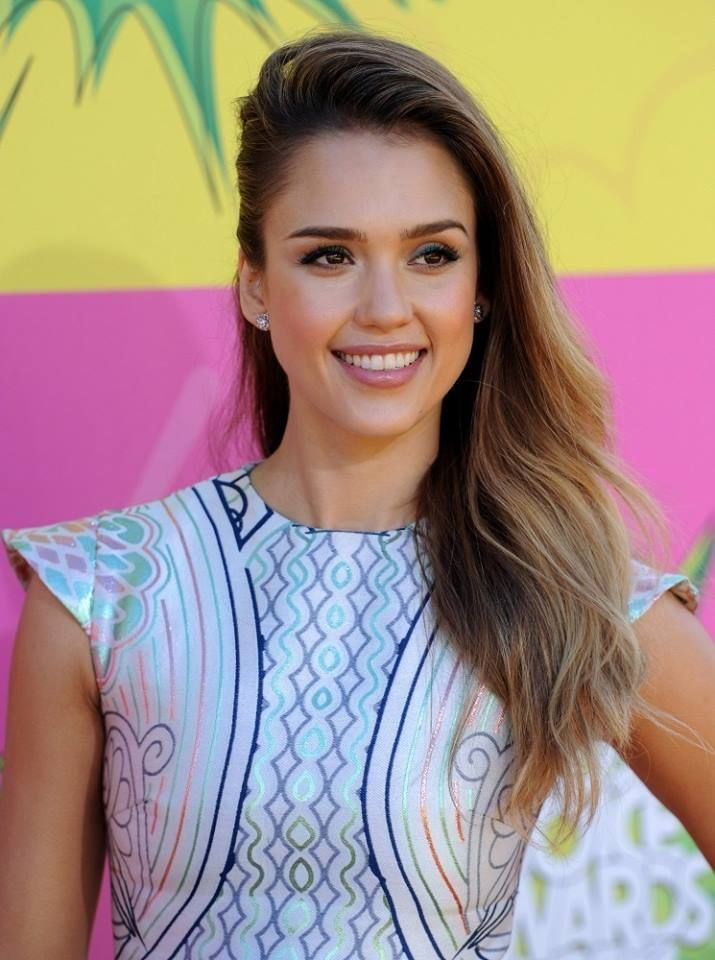 129 best jessica alba images on pinterest celebs for Jessica alba beach pictures