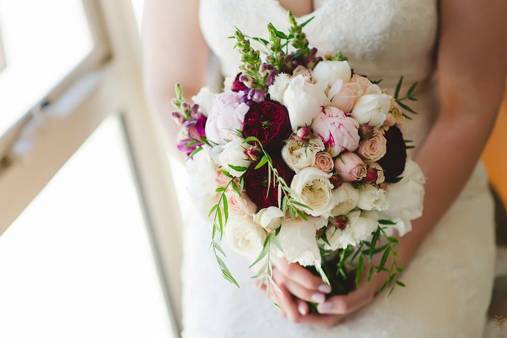Soft pink and burgundy bouquet.