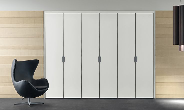Cover composition with aluminium structure, bianco latte mat lacquered glass doors.